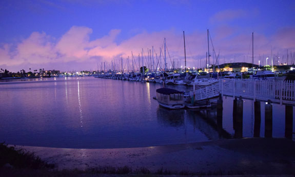 La Playa Yacht Club at night