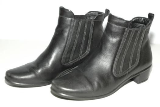 black Ecco Chelsea booties